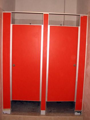 Tabiques sanitarios divisores de oficinas aberturas for Paneles de aluminio para puertas